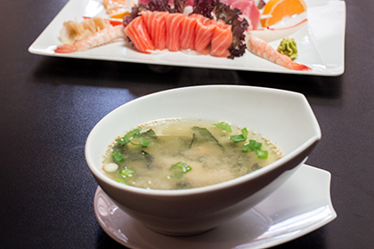 107-miso-suppe-mit-403-sashimi-mix